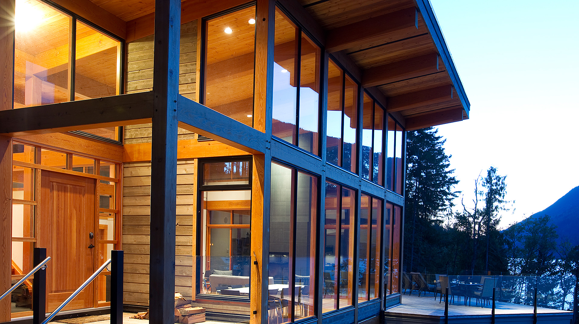Modern timber frame design at Eagle Bay